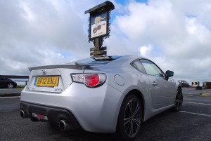 Toyota GT86 outside cat and fiddle