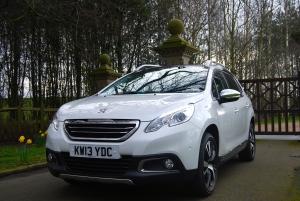 Peugeot 2008 front 3/4