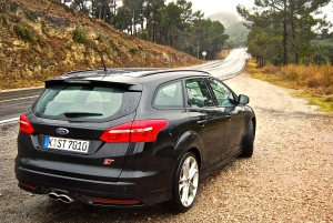 2015_ford_focus_st_estate_black